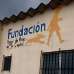 Logo Fundación de las niñas de la Capital painted on wall