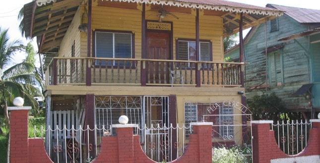 Homestay in Bocas Familia Cerezo