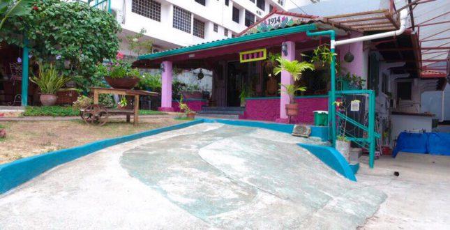 Front of Hostel La Posada - Panama City