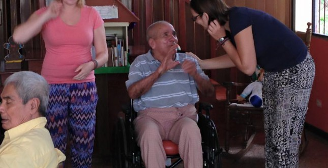 Volunteer at the old people's home in Turrialba